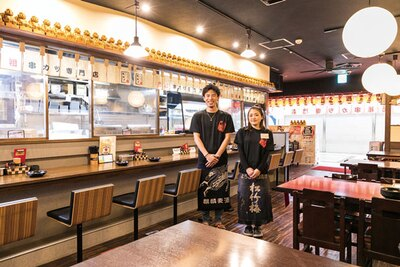 お一人様に人気のカウンターは10席/新世界串カツいっとく 大阪駅前第3ビル店