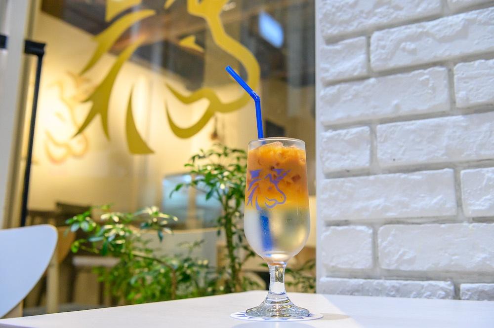 紅茶のエスプレッソをソーダとシロップで割った「ティーソーダ」(税抜500円〜)