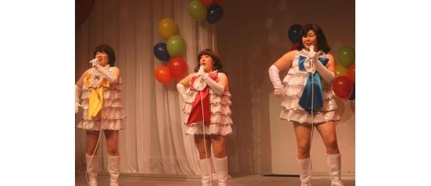 【写真】キャンディーズに扮(ふん)した森三中の写真はこちら!