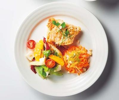 デリを組み合わせられる、選べる3種のデリプレート(1080円)/UPGRADE Plant based kitchen