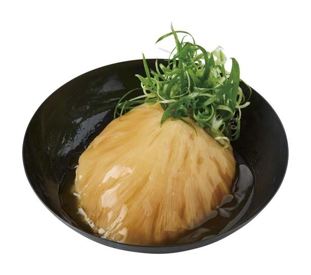 【写真を見る】イチオシはとびきりのフカヒレ姿煮ごはん(1980円)。フカヒレの姿煮を一枚丸ごとのせた贅沢な逸品/日本橋 古樹軒
