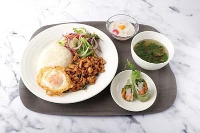 """鶏挽き肉とガパオなどを、タイの調味料で炒めたスパイシーな鶏のガパオセット(1330円)/マンゴツリーキッチン""""ガパオ"""""""