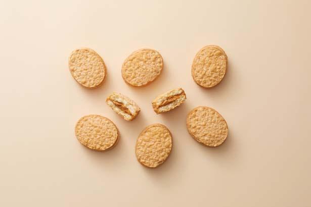 ダックワーズ生地の中に、特製きな粉クリームをはさんだきな粉ダックワーズ3個入り(860円)/HONMIDO