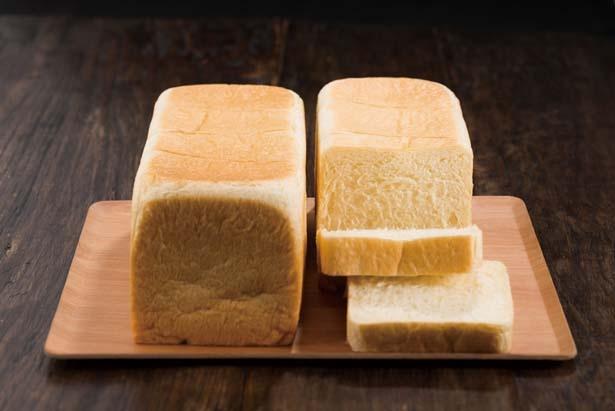 【写真を見る】生食パン(972円)は日本人に合うようブレンドした小麦粉を使用/ポール・ボキューズ キャレ