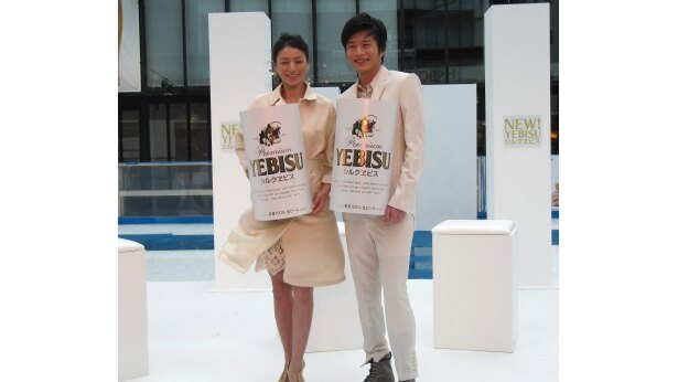 イベントに参加した井川遥と田中圭(写真左から)