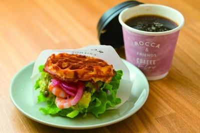 ワッフルバーガーサンド×コーヒー(680円)/ROCCA & FRIENDS COFFEE Flow