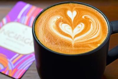 バニラビーン ラテ(734円)。オリジナルバニラシロップで仕上げている/スターバックス コーヒー LUCUA osaka 地下2階店