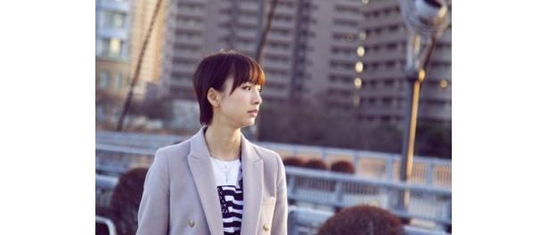 初期メンバーから少し遅れて参加した篠田麻里子は、 年下のメンバーに救われたと当時の想いを明かす。