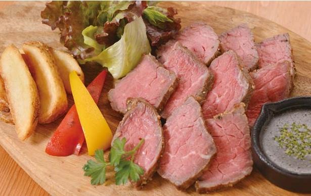 肉バル MISATO / 低温調理器で作る、ワインにぴったりの自家製ローストビーフ。値段は仕入れによって変わる。要予約