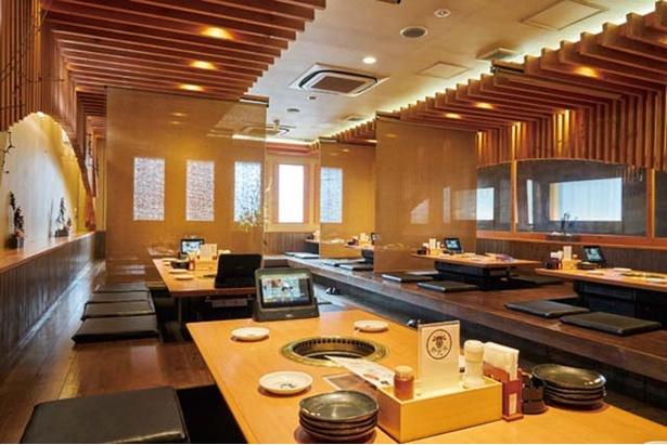 ジャパンビーフセンター 今泉店 / 1Fはテーブル席で2Fはゆったり座敷。注文はタッチパネルで行う