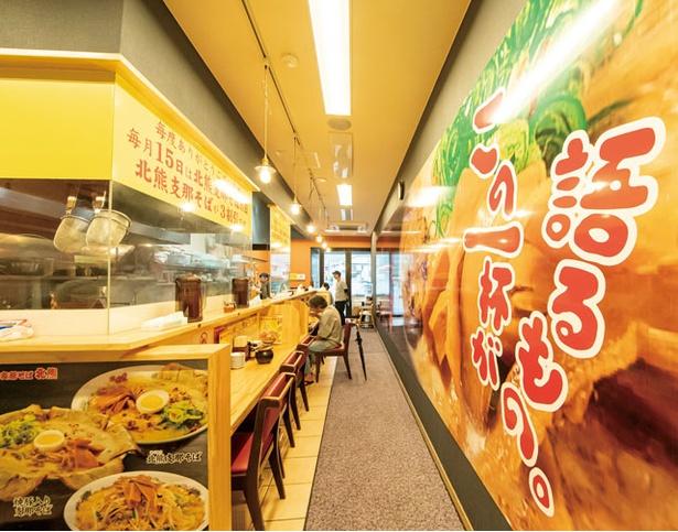 支那そば 北熊 熊本駅店 / 店内の様子。熊本駅構内と外、2か所に入口を設ける。