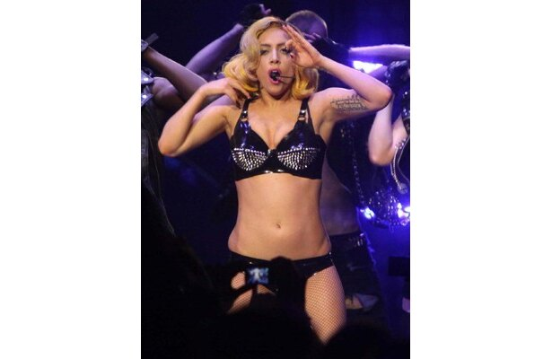 新曲「Born This Way」で数々の記録を塗り替えたばかりのガガ