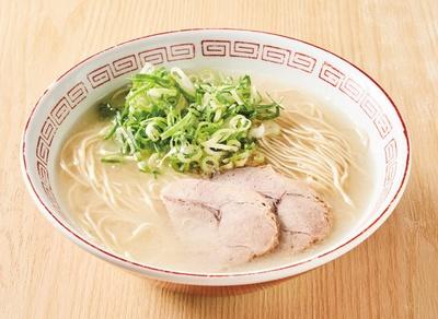 長浜ナンバーワン 祇園店 / 「らーめん」(600円)。屋台時代から使っているというレトロなラーメン丼で食べられるのは祇園店のみ