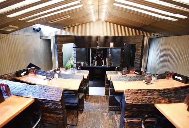 麺劇場 玄瑛 / 全席から厨房が見える店内