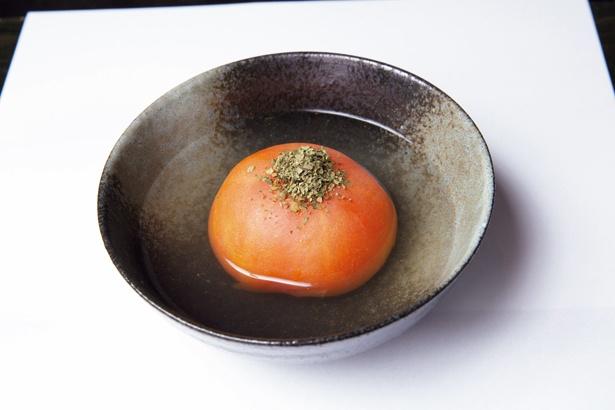 【写真を見る】まろやかな酸味が程よい「トマトのおでん」(400円)