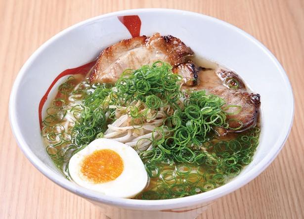 【写真を見る】第2位 手のべ冷麺専門店 六盛 /  「中華そば」(700円)は、魚介ベースのダシと3種類の醤油をブレンド