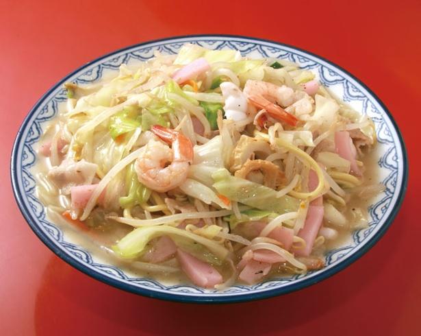 香蘭 / 「長崎ちゃんぽん」(750円)は、豚骨と鶏ガラから取ったスープと、加水率の高いモチモチした麺が絶妙に絡む