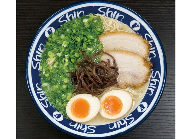 博多らーめんShin-Shin 天神本店 / 煮たまご入りラーメン