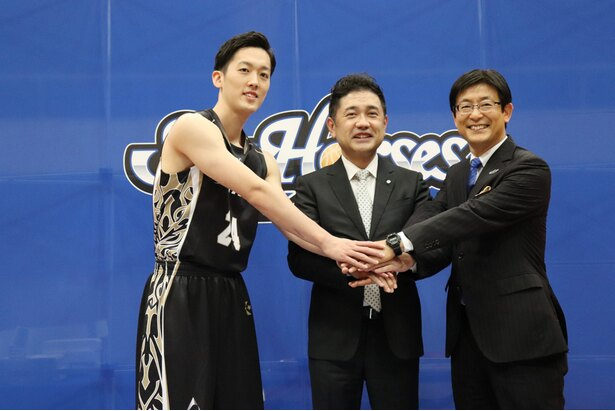 加藤寿一選手は「開幕戦までにしっかり勝てるように頑張っていきたいです」とコメント