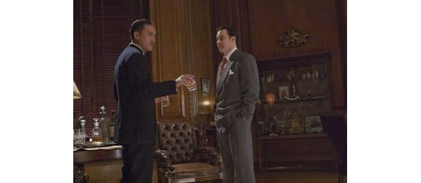 【写真】ジョン・キューザック演じる米国諜報部員・ポールを付け狙うタナカ。セリフはほぼ全編英語だ