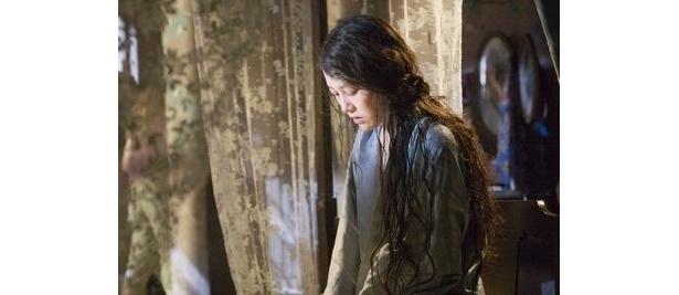 『バベル』(06)でアカデミー賞助演女優賞にノミネートされた菊地凛子も出演。事件の鍵を握る重要な役どころを演じる
