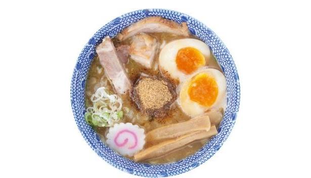 """「六厘舎」は、鶏ガラ・ゲンコツと魚介を12時間炊いた""""濃厚なスープ""""が有名!"""