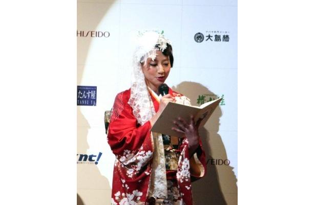 ゲスト審査員の河北麻友子はオスカープロモーション賞のプレゼンターも務めた