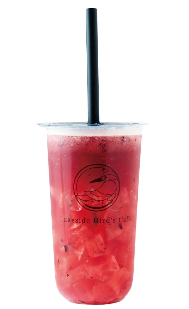 <スタンド>つぶしたイチゴやブルーベリーがたっぷり!「Berry」(L 680円) /「Lakeside Bird's Cafe(レイクサイド バーズ カフェ)」(愛知県みよし市)