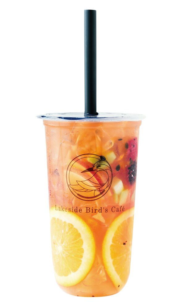 <スタンド>一番人気の「Special」(L 680円)は、ジャスミンティーをベースに彩り豊かなフルーツをミックスしたもの /「Lakeside Bird's Cafe(レイクサイド バーズ カフェ)」(愛知県みよし市)