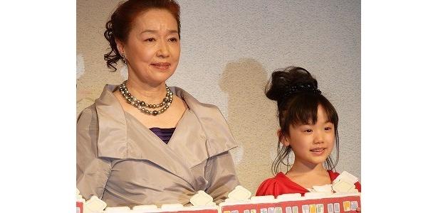 本当の祖母と孫のような親しい雰囲気の宮本と芦田