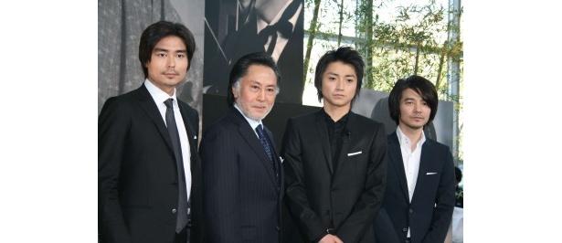 会見に出席した小澤征悦、北大路欣也、藤原竜也、吉岡秀隆(写真左から)