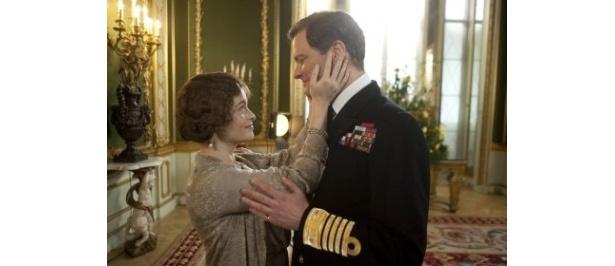 献身的な愛でジョージ6世を支える妻のエリザベス