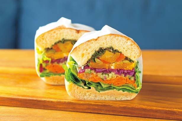 Hummus(ハーフ626円、1本1188円)。中東の伝統料理「フムス」に野菜をたっぷり/Deliカド
