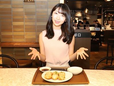 関西ウォーカーレポーターの米田早織さんが試食