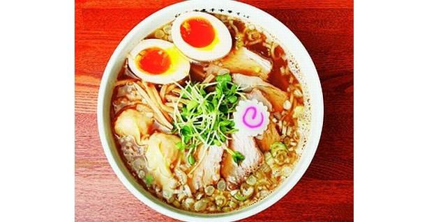「つけめん TETSU」のサードブランド「江戸前煮干 中華そば きみはん」は煮干しがテーマ! 煮干しのうま味が凝縮したスープと、ユズの香り、スッキリとしたあと味が特徴