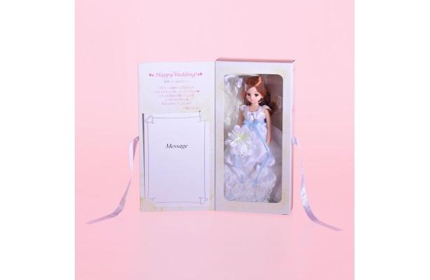 【写真】ボックスにはリカちゃんからのお祝いメッセージも!