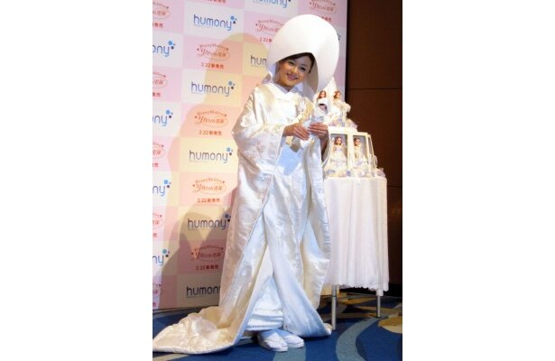 【写真】「挙式では和装かドレスか揺れています」と語る夏川