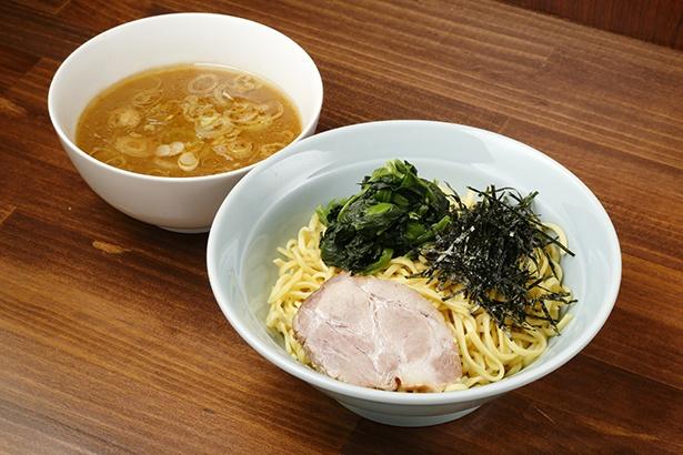 【写真を見る】キレのある醤油と麺のプリプリ感が相性抜群!「つけ麺」(750円)