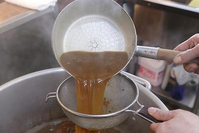 継ぎ足しで深まるスープのコク