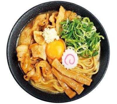 「肉玉そば おとど食堂」の「肉玉そば」(700円)には、甘めのタレで焼き上げた豚バラ肉と生卵がのる
