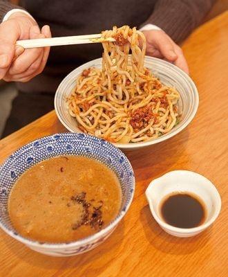 麺に絡んだ具やタレがつけ汁に溶け出し、濃厚な味わいに
