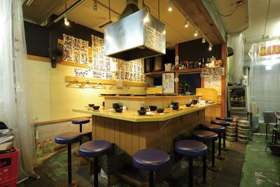 朝早くから営業しているのも市場内ならでは / 天ぷらとワイン 小島