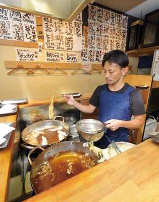 市場内の立地を生かし、旬のネタをメニューに反映。季節の味を天ぷらに仕立てる / 天ぷらとワイン 小島