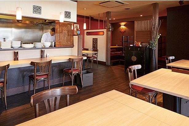 龍房 / 中国の茶芸館をイメージした店内
