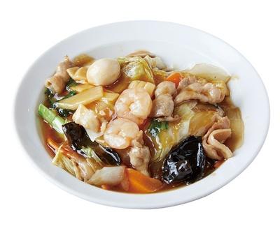 萬福 / 「中華飯」(680円)。具だくさんで食べ応えあり。ゴマ油でまろやかな風味をプラス