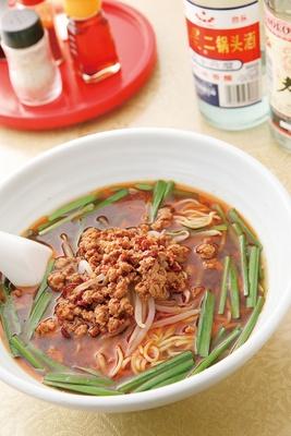 金龍美食 / 「台湾特製拉麺」(580円)。しっかり味付けされたミンチとピリッと辛いスープが相性抜群。紹興酒やビールにも合う