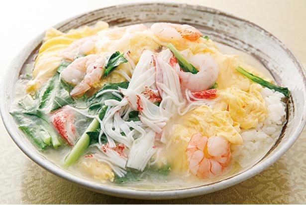 金龍美食 / 「エビカニ玉子丼」(680円)。白ご飯にたっぷりのあんがかかる