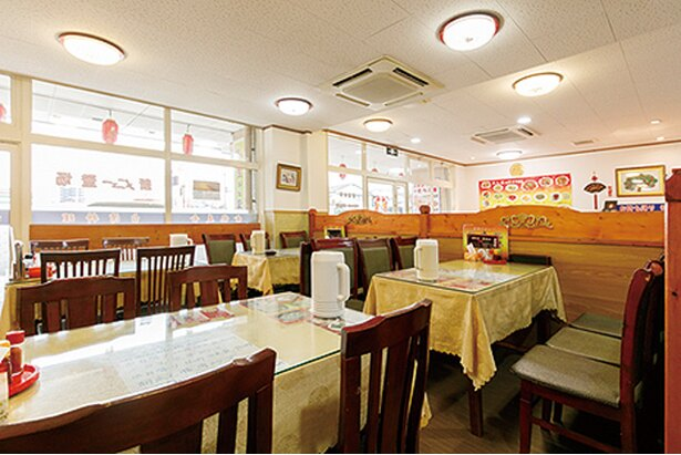 金龍美食 / 隣のフロアでは、お得な中国式しゃぶしゃぶも楽しめる