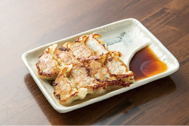 餃子(8個380円)。ニンニクが程よく香る / しゅうちゃんラーメン