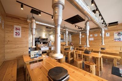 桜島溶岩焼LAVA  / 各テーブルとカウンターにもそれぞれダクトを設置している